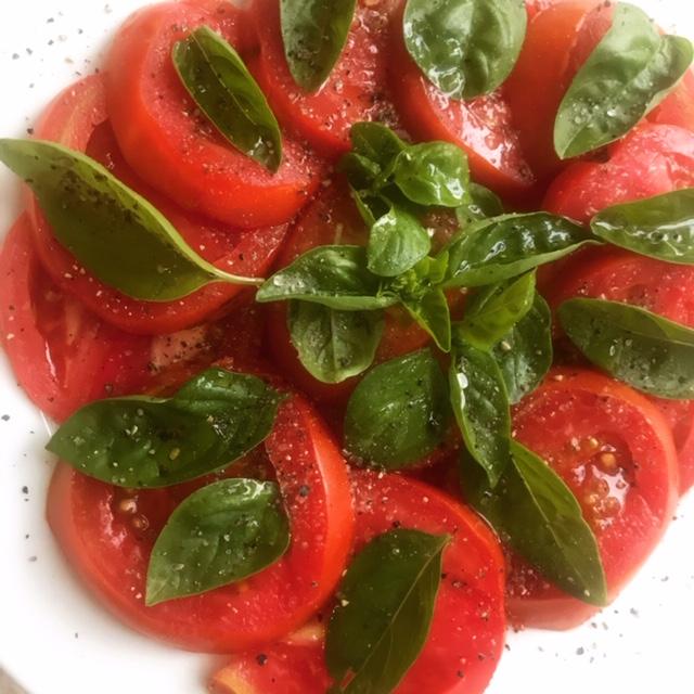 Pomidory z bazylią
